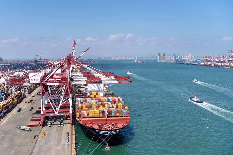 Qingdao Port of Shandong Province: Model Light Shining 2021