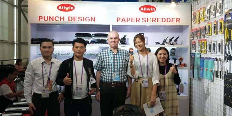 Business team under the leadership of General manager Colin to show the elegant demeanor of Canton Fair!