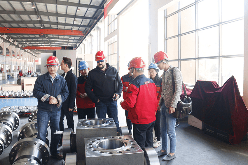Warmly welcome Mr. Paul Wang, Chairman of C&W International Fabricators of the United States to visit our company, and give guidance to our work.
