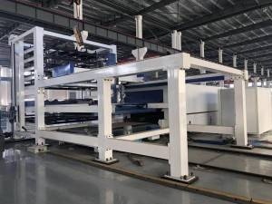 Automatic sheet metal cutting machine with storage