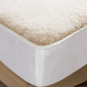 Stock of 100% Polyester Sherpa Fleece Underblanket