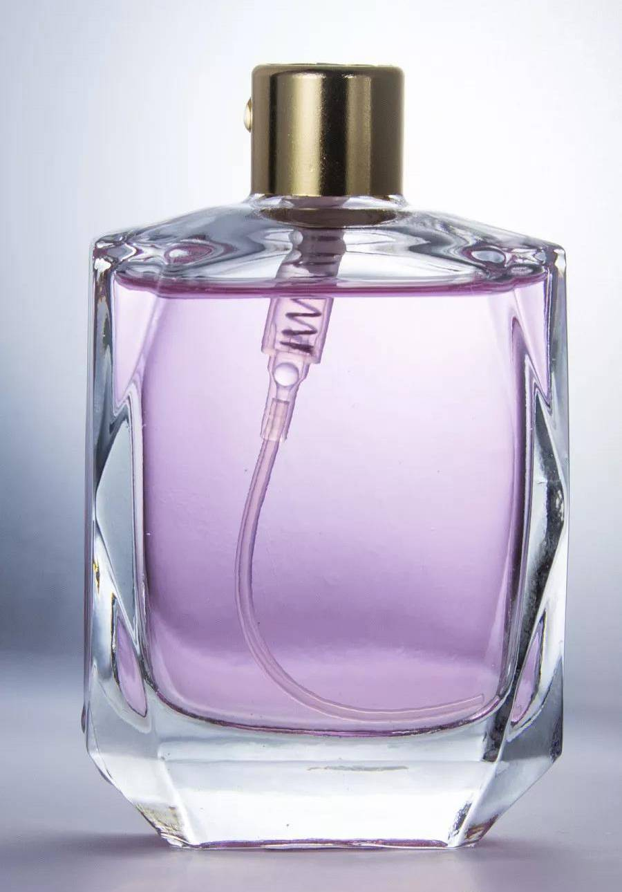 How do bubbles form in a glass perfume bottle?