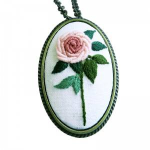 Wholesale Embroidery Kits Oval Metal Ornaments DIY Hand Chinese Embroidery Kits With China512553A