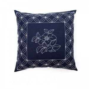 Wholesale embroidery flower design fashion decorative throw pillows for home cushion 511613