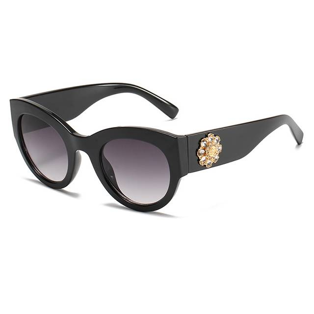 DLL4353 Luxury Women Sunglasses with Diamonds Featured Image