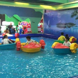 Factory sell swimming pool children's hand-cranked boats