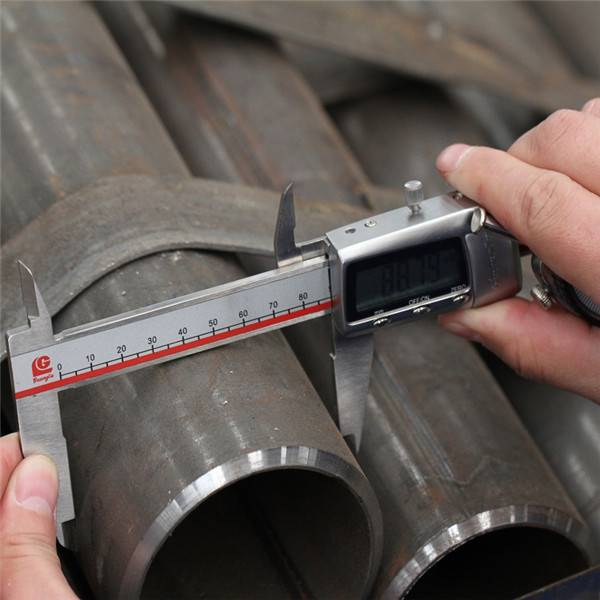 China's Manufacturer Good Quality ERW Welded Black Round Steel Pipe