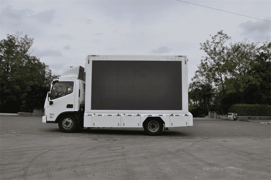 LED advertising vehicle is the perfect combination of mobile vehicle and LED screen
