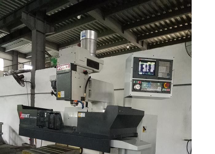 High Wear Resistance CNC Vertical Milling Machine For Metal Processing 3HP Motor