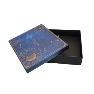 Lid And Bottom Clothing Box With Hot Stamping Design