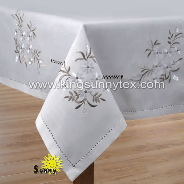 100% Polyester Tablecloth With Embroidery