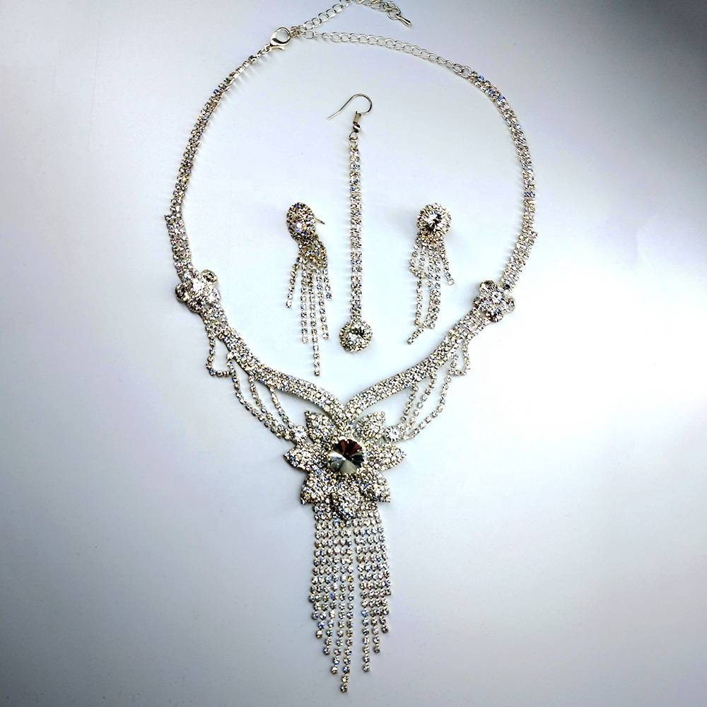 Fashion women 2019 newest merry women rhinestone sliver chain necklace