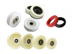 Plastic wheel and injection molding
