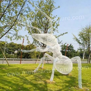 Modern Lawn Sculpture with Ant Design