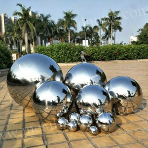 Modern Metal Artwork Ball Sculptures Mirror Polished Surface With Customized Size