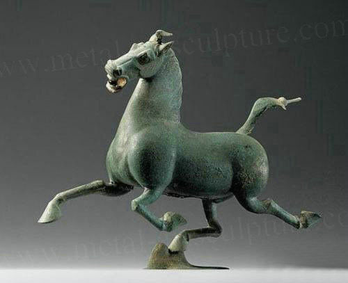 Customized Antique Bronze Horse Statue Green Color Metal Yard Ornaments
