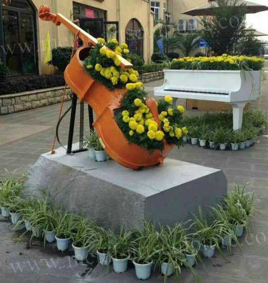 Beautiful Fiberglass Resin Elegant Violoncello Statue For Outdoor School Decoration