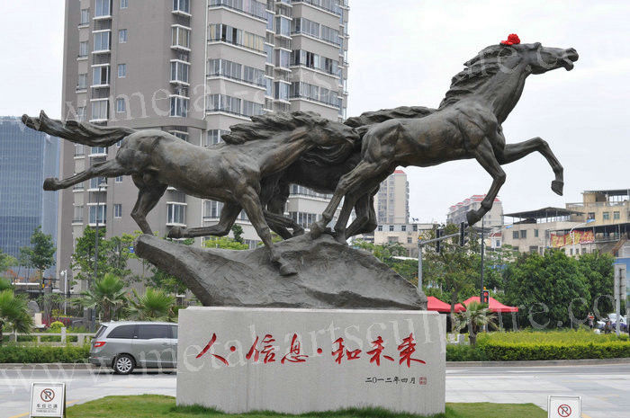 Handmade Large Bronze Horse Statue , Life Size Bronze Statues Yard Ornaments