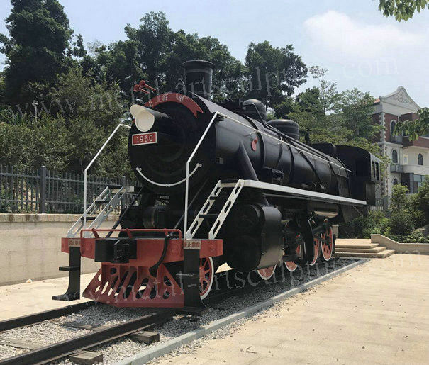Welding Large Outdoor Statues / Metal Locomotive Sculpture For Theme Park
