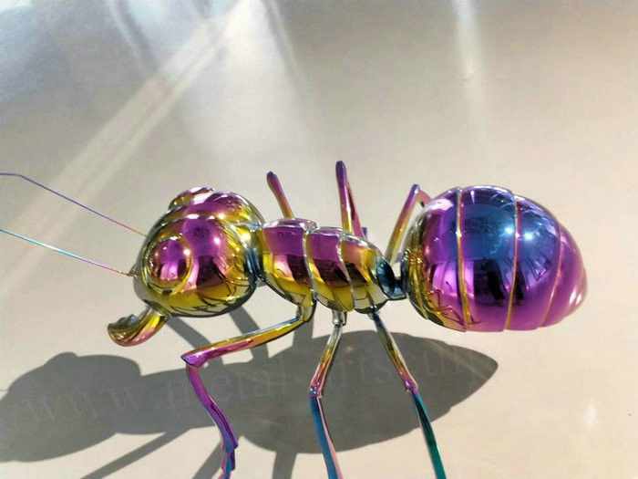 Chromed Polished Famous Abstract Sculptures Metal Ant Sculpture Multicolored Design
