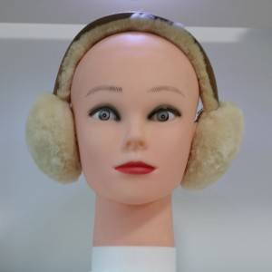 Classical sheep shearling earmuff