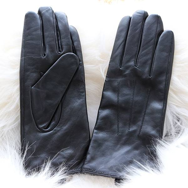 Ladies sheep leather gloves with three rows of hand-stitching Featured Image