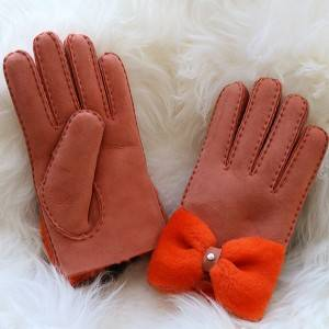 Ladies handmade whole sheepskin gloves with a bow Feature