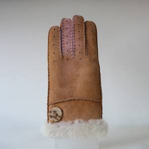 Ladies handmade whole sheepskin gloves characterised stylish knuckle holes