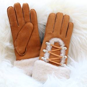 Ladies 100% genuine sheepskin gloves with a arch wool out trim