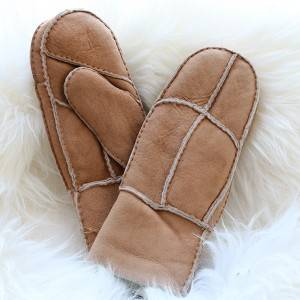 Patch suede sheepskin mittens