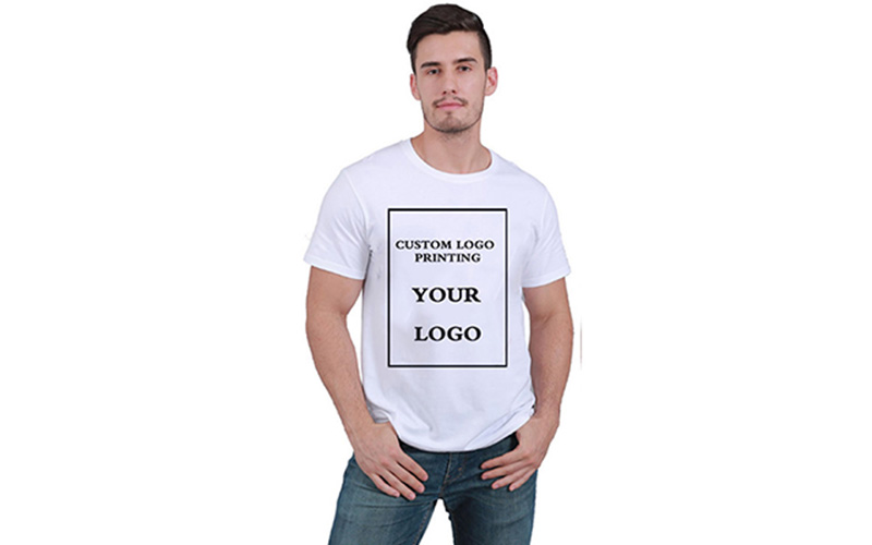 T-shirts are currently popular fashion elements
