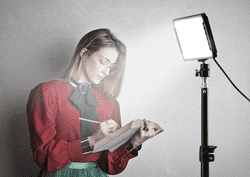 FEW CONSIDERATIONS TIPS FOR CHOOSING STUDIO LIGHTING