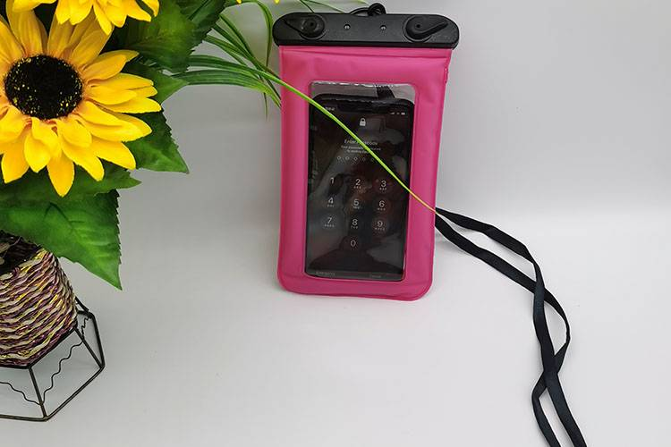 waterproof bag in pink color Featured Image