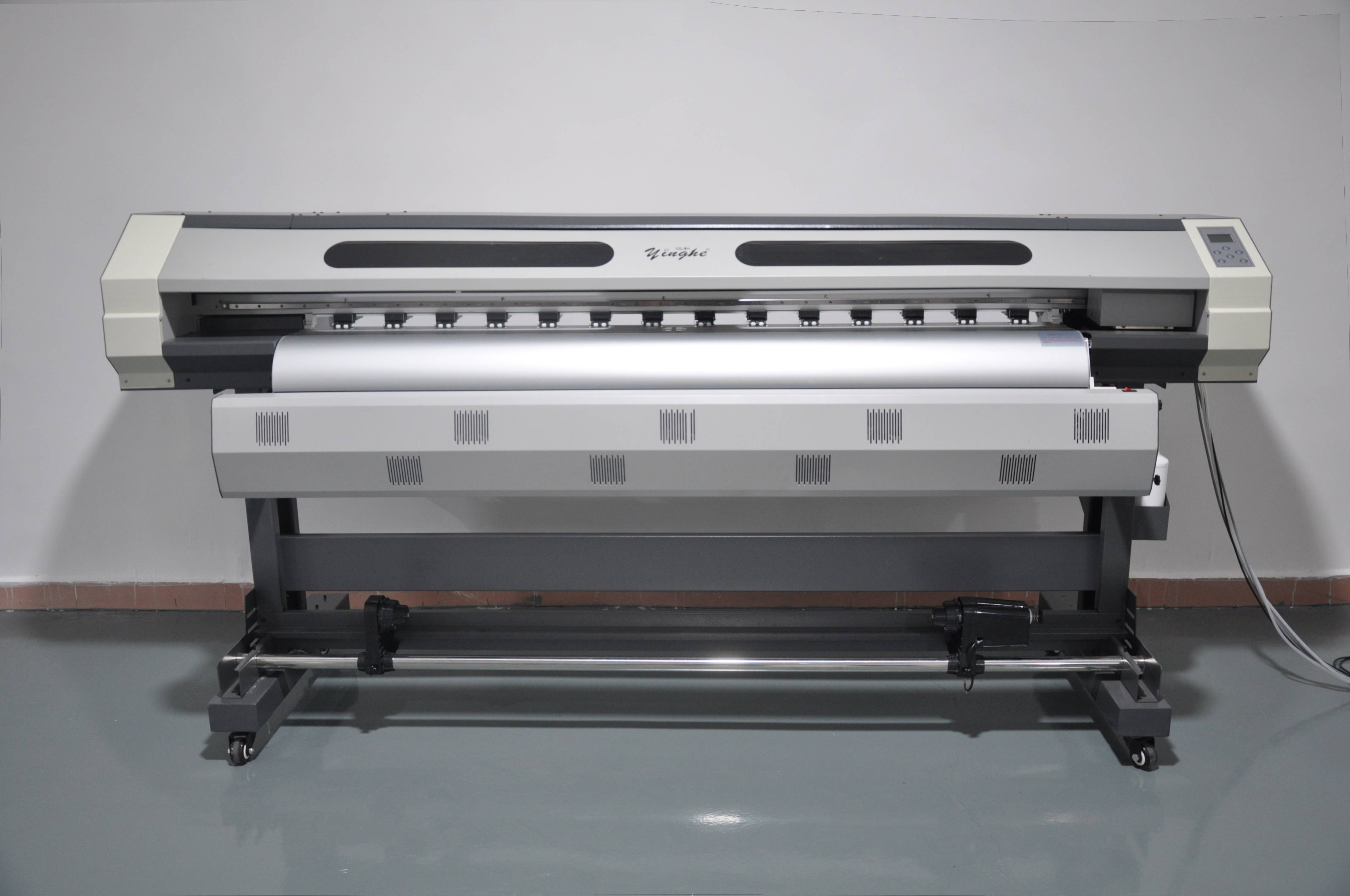 How to choose a large foramt printer correctly when opening an advertising shop?