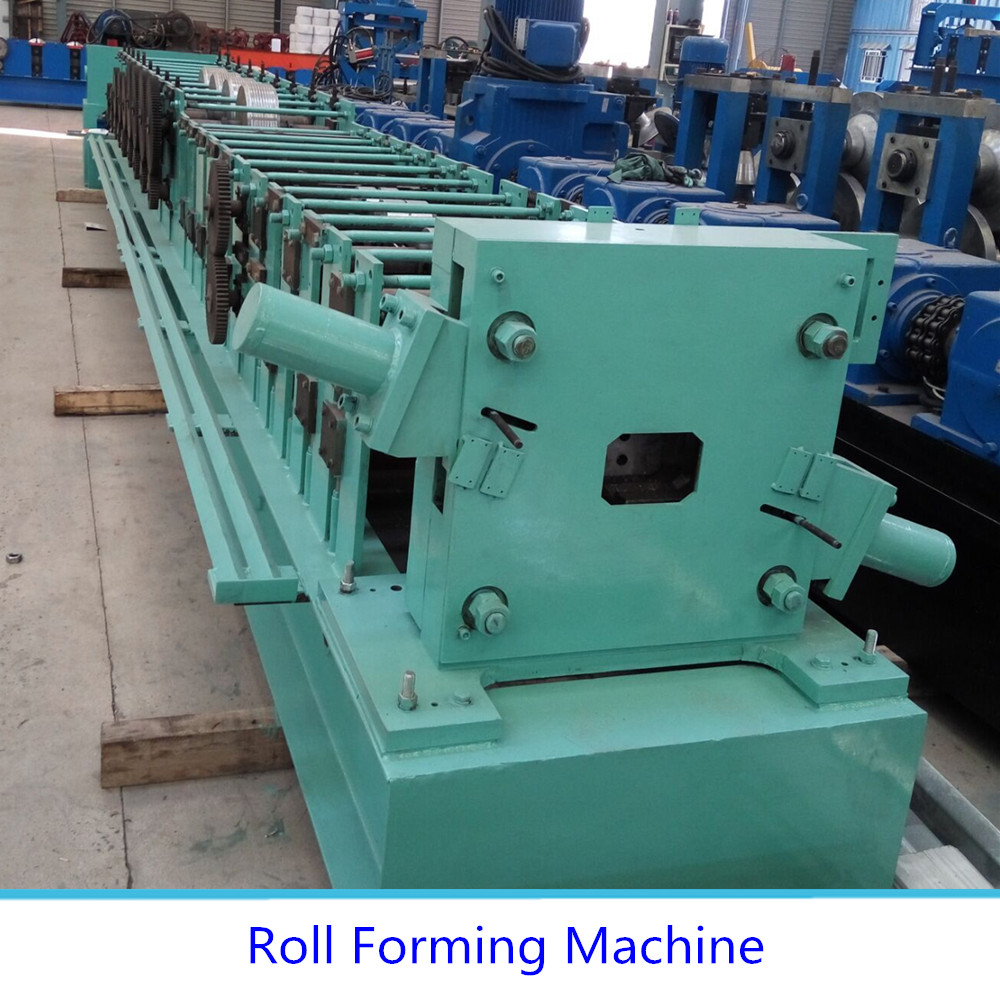 Mould cutting downpipe roll forming machine