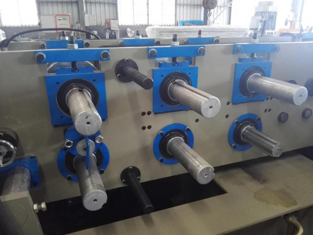 High precision z-purlin roll forming machine