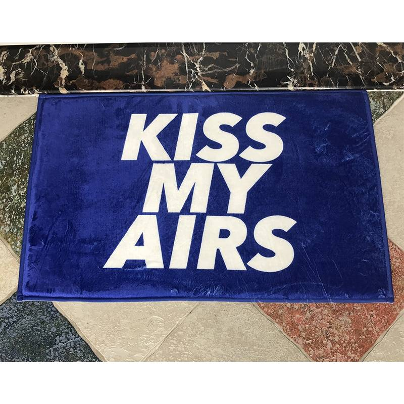China Carpet Factory Custom Kiss My Airs 40*60cm Coral Fleece Floor Mat Featured Image