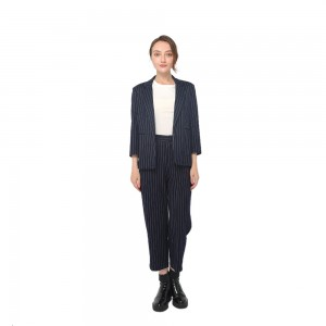 2020 modern front fastening with contrast buttons long sleeve oversize blazer women wholesale
