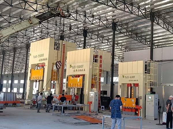 ZHENGXI SMC Water Tank Moulding Production Line Start In Yaan