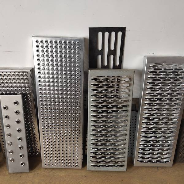 Perforated Anti slip metal gratings for deck grip strut walkway
