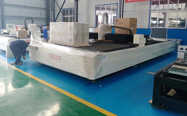 Large-format metal laser cutting machine delivery