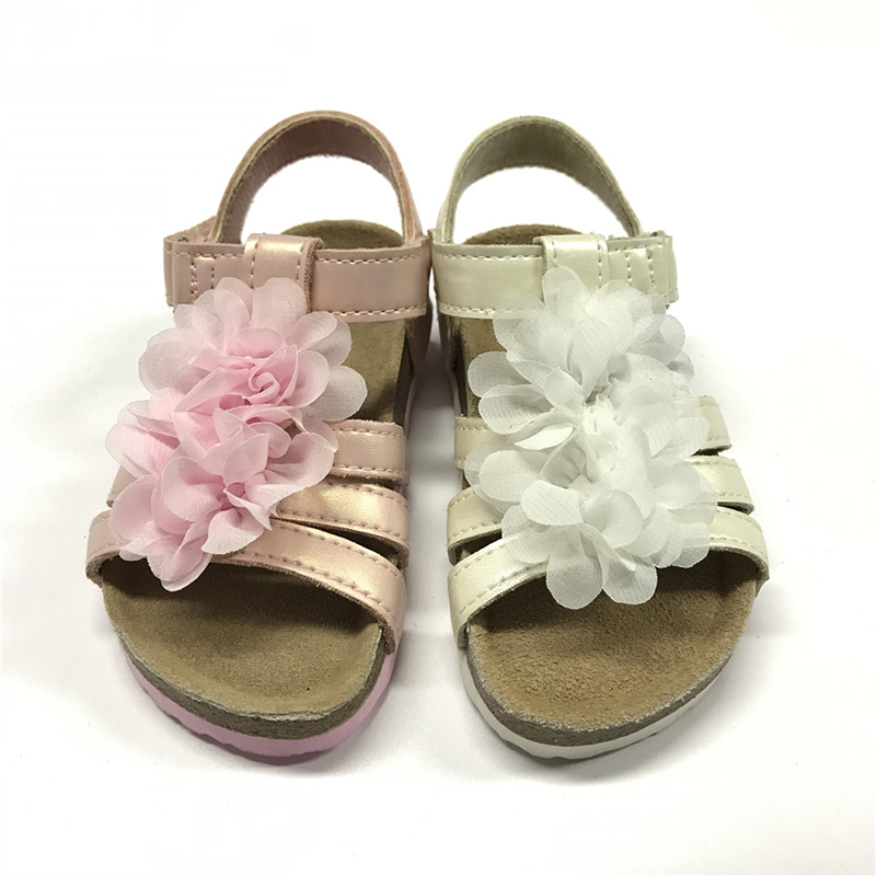 New Design Pu Upper Flower Decorated Foot-Bed Sole Girls Kids Beautiful Sandals Featured Image
