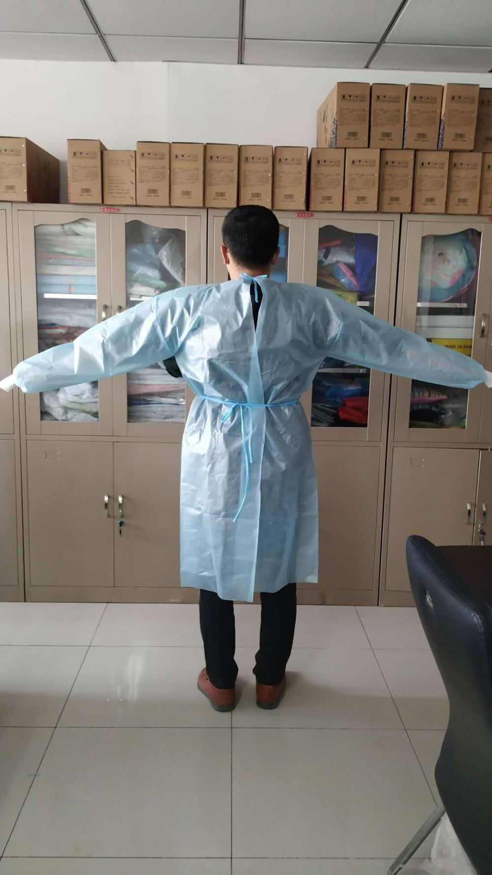 Disposable isolation gown AAMI Level 3