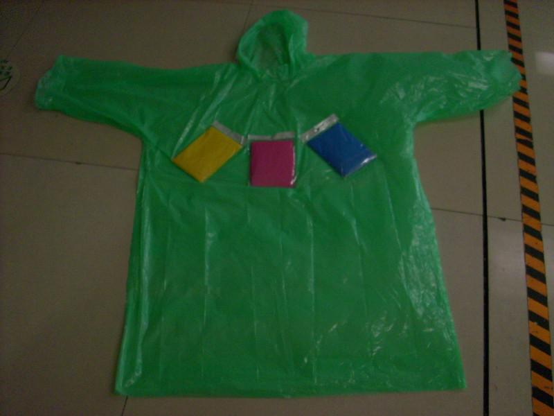 China Wholesale Transparent Raincoat Manufacturer - one-time PE raincoat without buttons – Tengxing