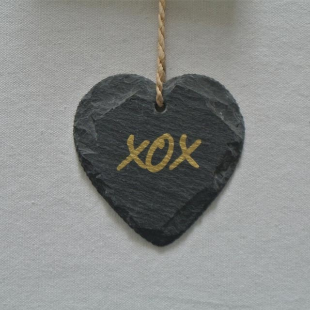 2020 wholesale price Slate Cheese Marker - slate hanging heart shape slate plaque for decoration with gold printing – Harmony Featured Image