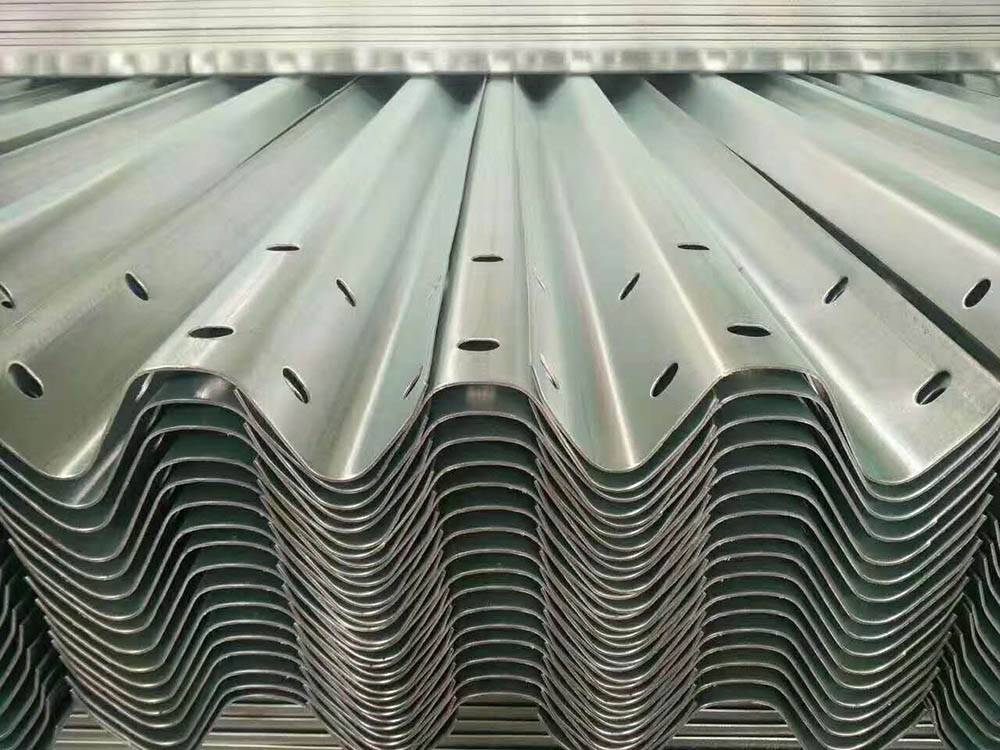 Factory selling Galvanized Metal Beam Guardrail - Thrie beam guardrail – Huiquan detail pictures