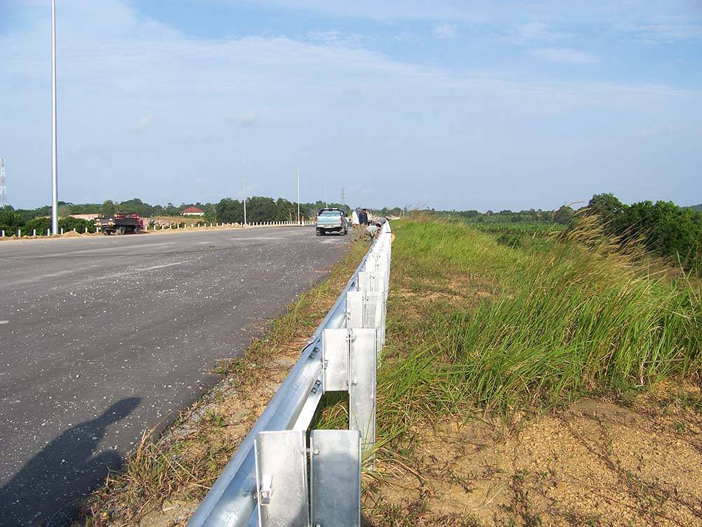 Wholesale Price China Thrie Beam Guardrail - W beam guardrail – Huiquan detail pictures