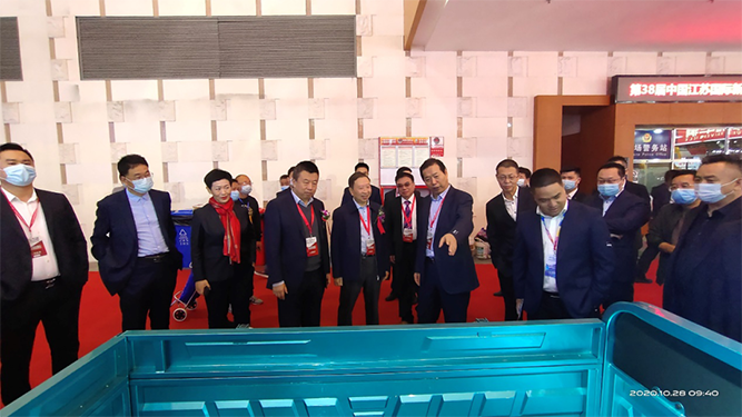 "Huaihai Holding Group ""Plan Big""with the China Overseas Development Association in Nanjing Fair"
