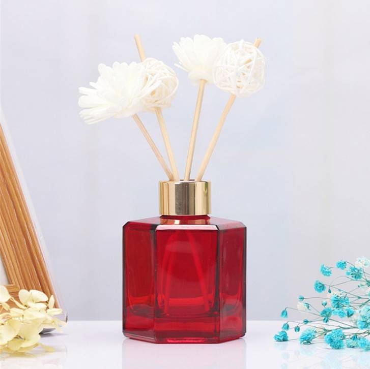 High quality 50ml 100ml 120ml glass custom color design decorated with transparent empty reed diffuser glass bottle with thread Featured Image