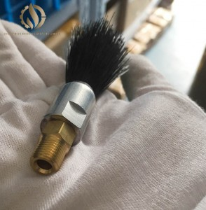 Chain lubricating small brush
